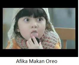 Afika Makan Oreo