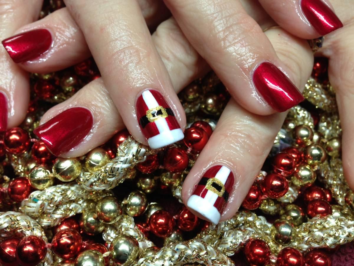 … - 19 Christmas-Themed Manicure Ideas You