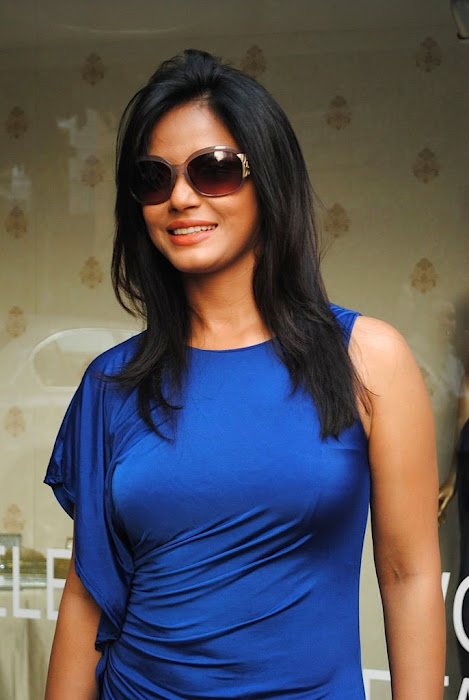 neetu chandra in blue skirt hot images