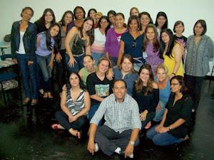 Prof. Marcelo e alunas do curso de Primeiros Socorros da faculdade Santa Marina