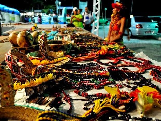 Turistas podem adquirir o artesanato produzido pelos índios na própria aldeia. (Foto: Hadja)