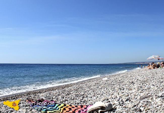 Strand von Fiumefreddo di Sicilia