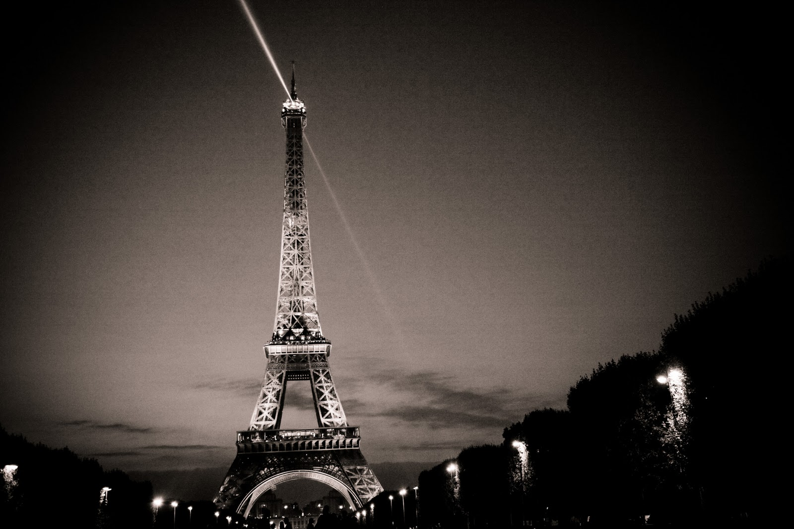 Eiffel tower amazing eiffel tower paris wallpapers for Paris night time
