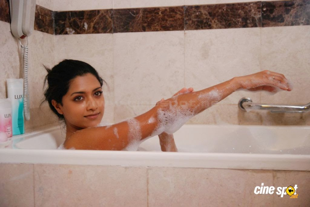 mamatha das bathing mamatha das actress bathroom bathing photos 1