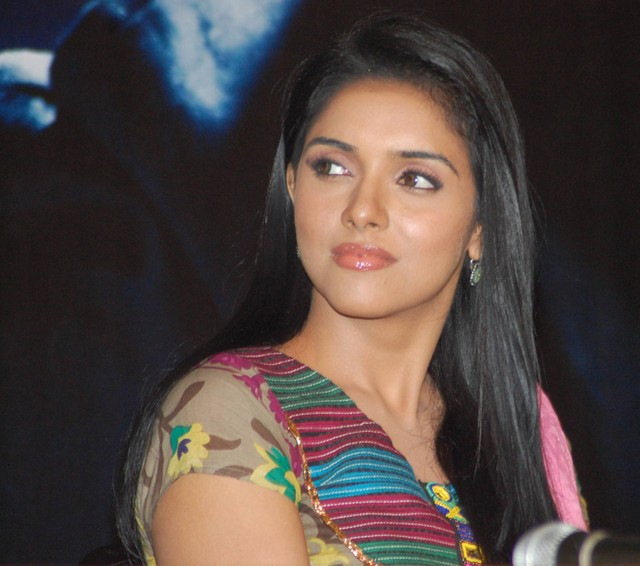 asin marriage confirmed ,Asin Marriage date,Asin to marry Micromax md and ceo ,Asin to Marry Rahul