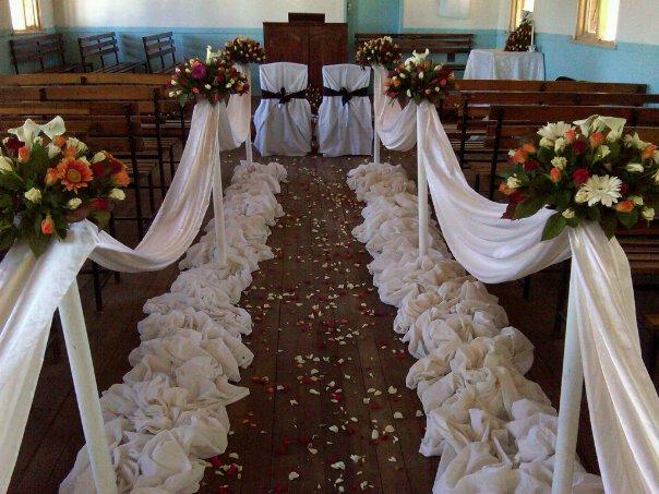 Centerpiece events decor lubosi daphneys wedding in livingstone church decor junglespirit Image collections