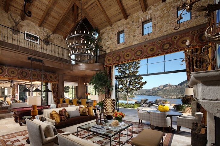 Large living room of Luxury Villa Del Lago