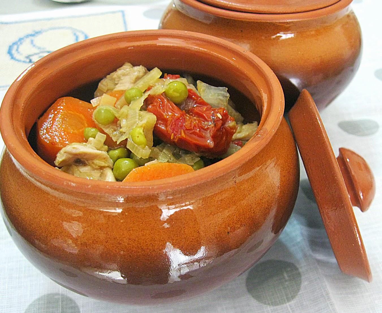 Горшочки с курицей и овощами рецепт