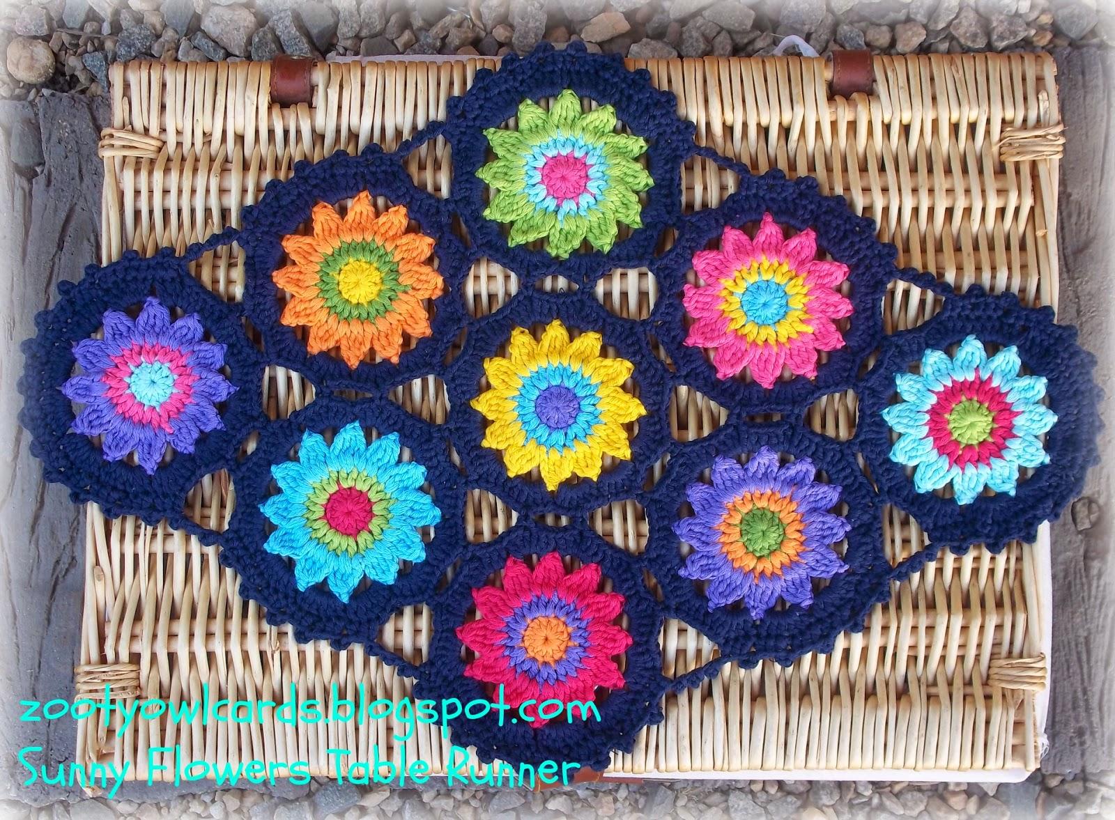 Zooty Owl\'s Crafty Blog: Sunny Flower Motif Table Runner