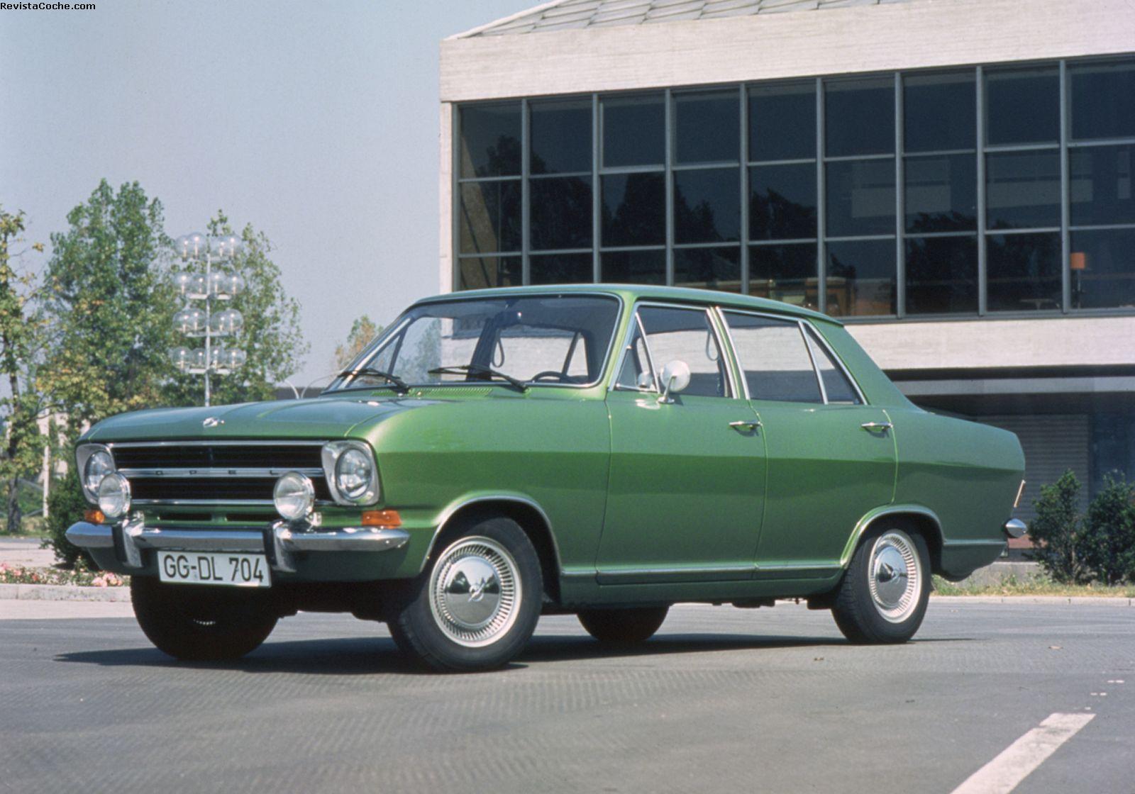 Revista Coche Opel conmemora los 50 años de sus sedanes