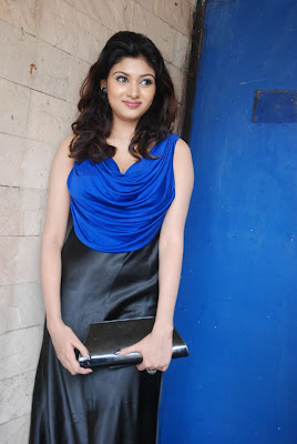 oviya spicy in blue dress for azhagan azhagi audio launch glamour  images