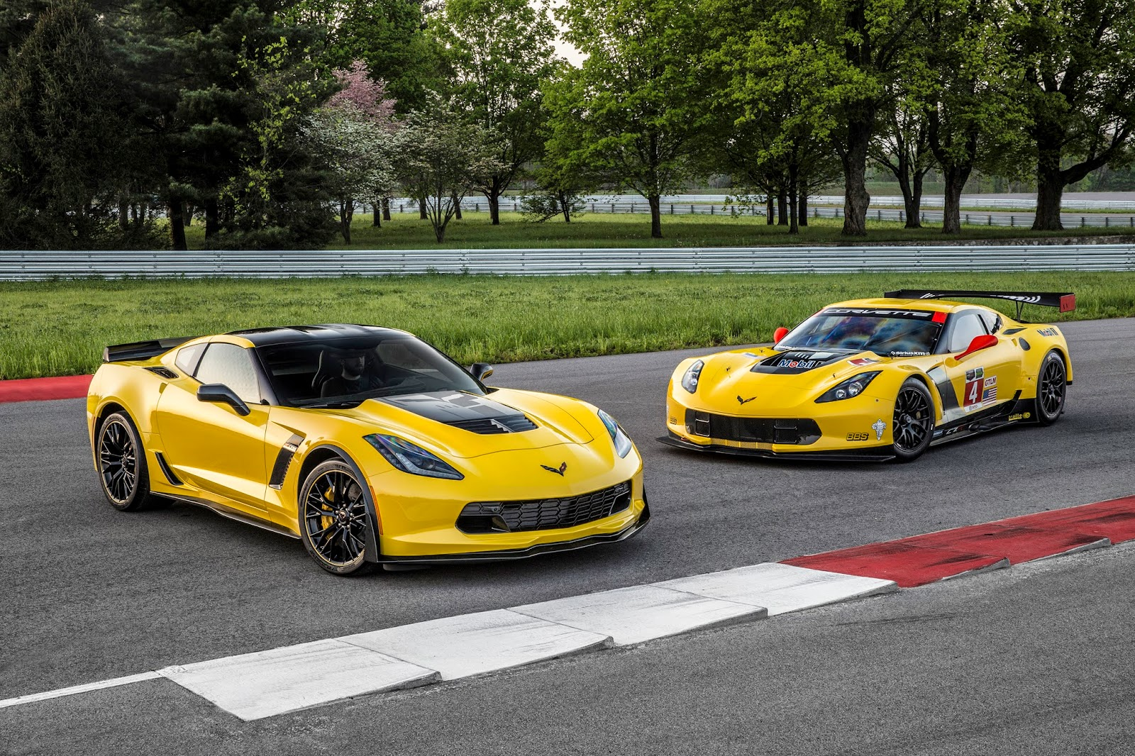 prix corvette z06 corvette c6 z06 fiche technique prix performances gm 39 s mark reuss to pace. Black Bedroom Furniture Sets. Home Design Ideas