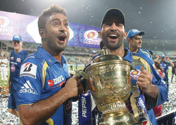 Ambati-Rayudu-Dinesh-Karthik-celebrates-MI-Win-IPL-2013