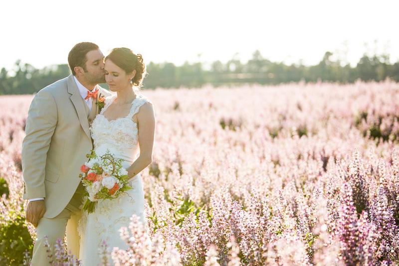 Family Backyard Wedding : DIY Backyard Wedding by Elizabeth Cayton Photography  KnotsVilla