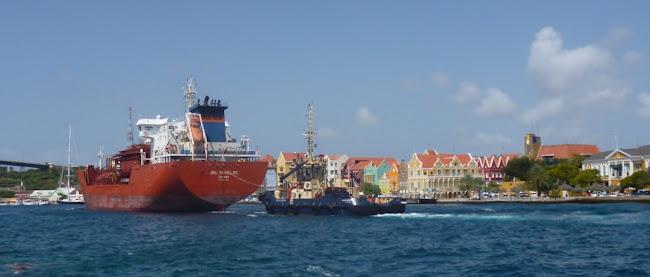 26a - Tanker vaart Waaigat binnen
