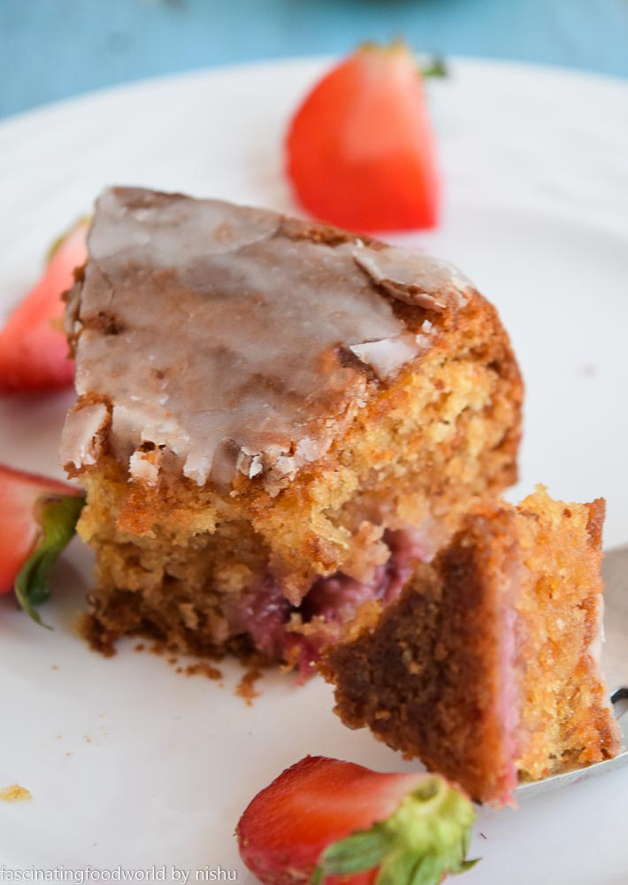 Eggless Strawberry Cake Recipe With Icing