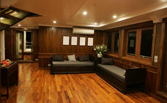 Main Deck - Au Co Cruise