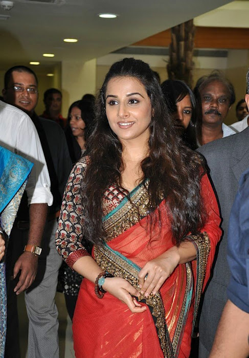 vidya balan gorgeous in red saree new actress pics