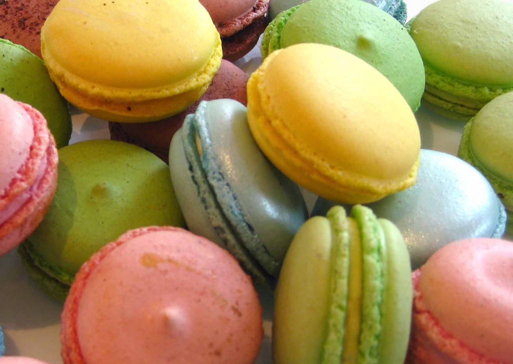 SUDIPdanGARFU: Cookie Monster: French Macaroons