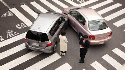 Foto de uma batida de carro