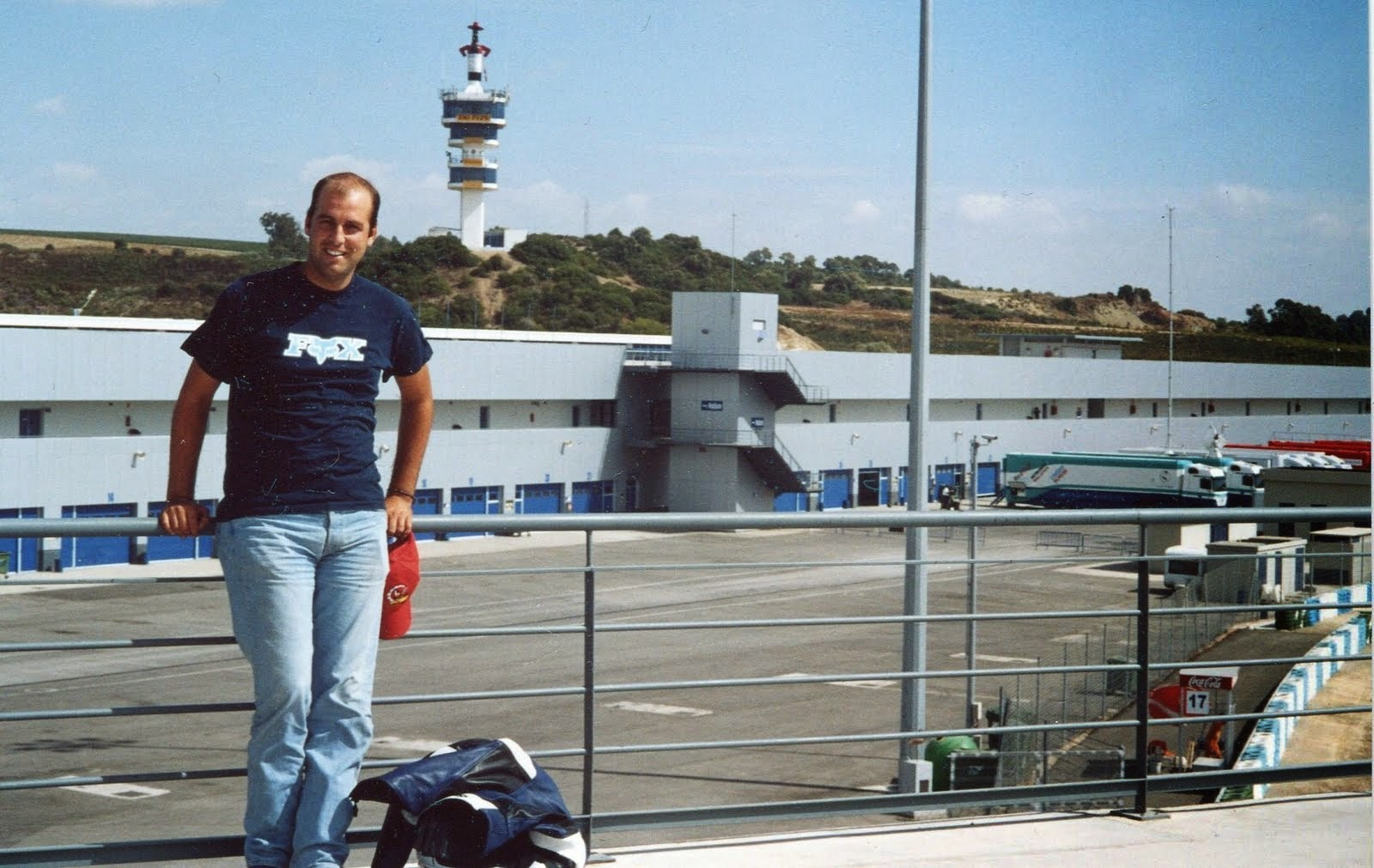 Al fondo la mitica torre del circuito de Jerez