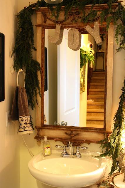 My sweet savannah a home tour stephanie 39 s house for Savannah bathroom accessories