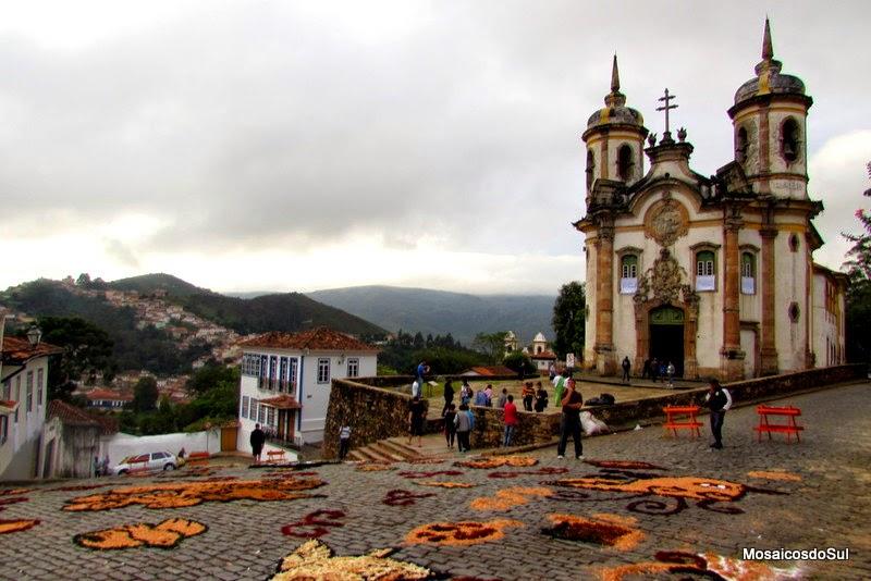 Tapetes de Serragem Colorida em Ouro Preto