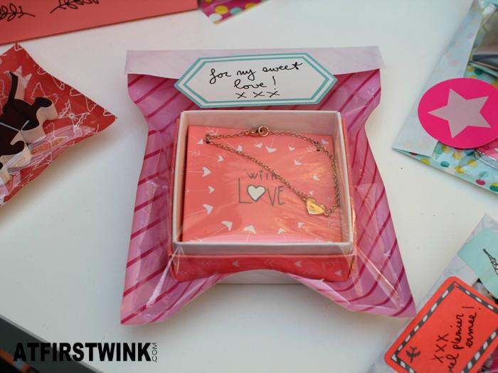 HEMA heart charm bracelet pink diagonal stripe window bag