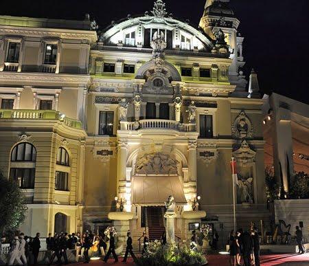 Операта в Монако, в нощта на бала в чест на сватбата на Албер и Шарлийн