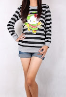 kaos lengan panjang hello kitty garis hitam