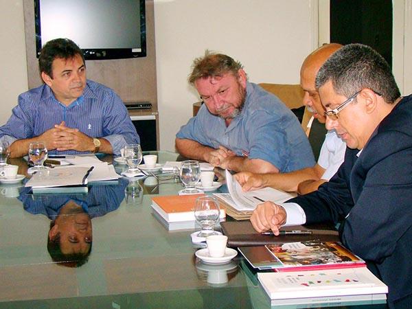 Professores da USP visitam Campina Grande para discutir possível parceria cultural com a UEPB