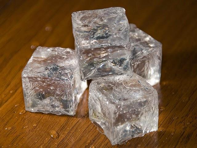 kostki lodu na rozszerzone pory