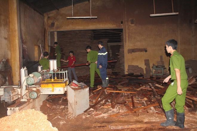 """Gia Lai: Vụ """"Cháy lớn tại xưởng gỗ của Công ty Hiệp Lợi"""" - Không được cản trở nhà báo hoạt động"""
