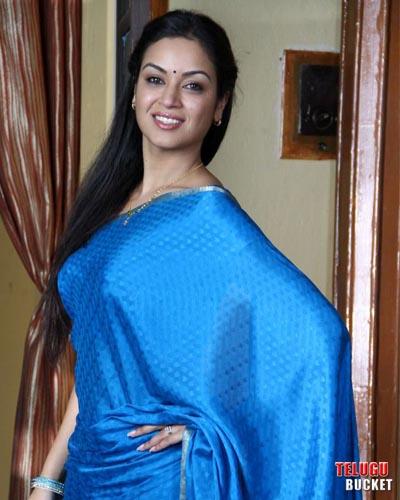 1 - Arjuna Telugu Movie actress pics in blue saree