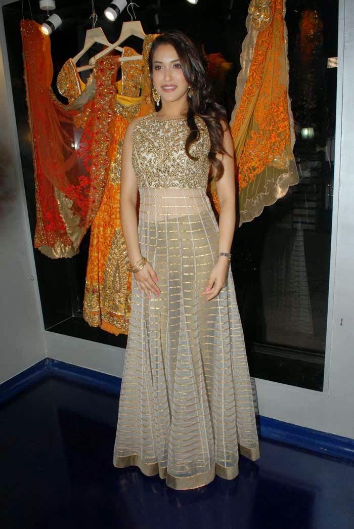 Rashmi Nigam at Mayyur Girotra Couture