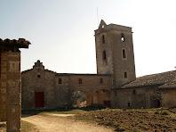 La capella de la Immaculada de Les Tàpies i el seu campanar de torre quadrada
