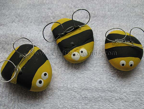 Rock bees an adorable and easy craft to do with kids for Crafts made from rocks
