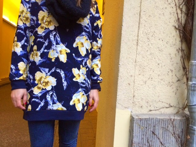 Un vestido oversize de vila clothes para darle color a tus outfit.