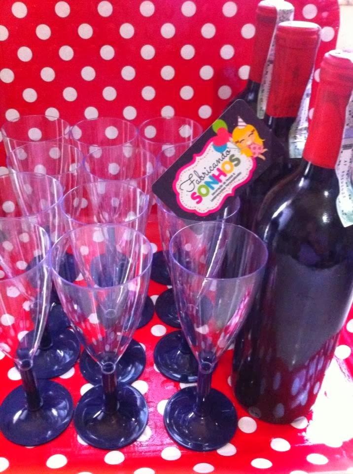 taças e vinho