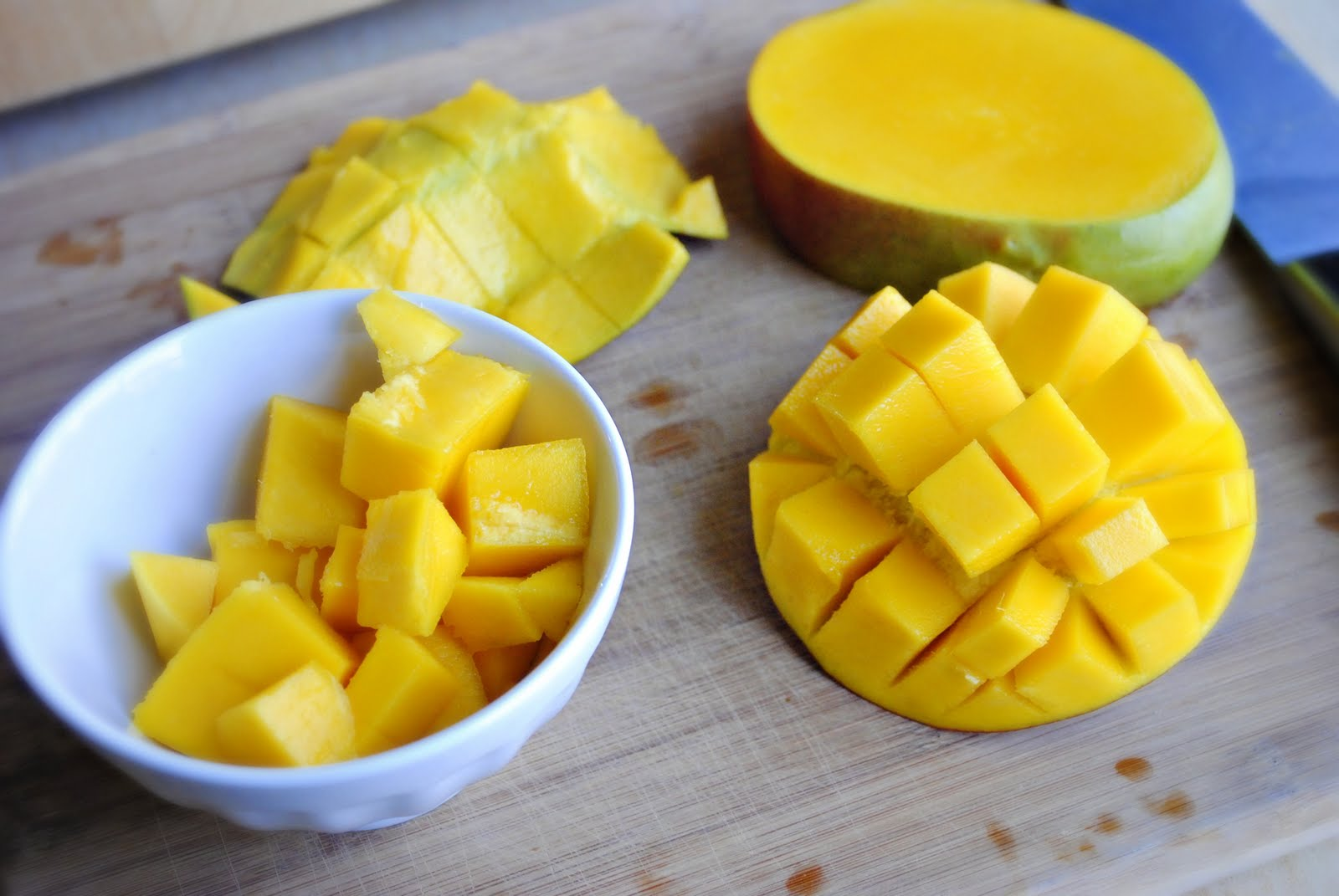 how to cut up a mango into cubes