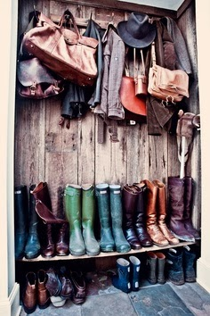 abrigos y botas de agua para el campo