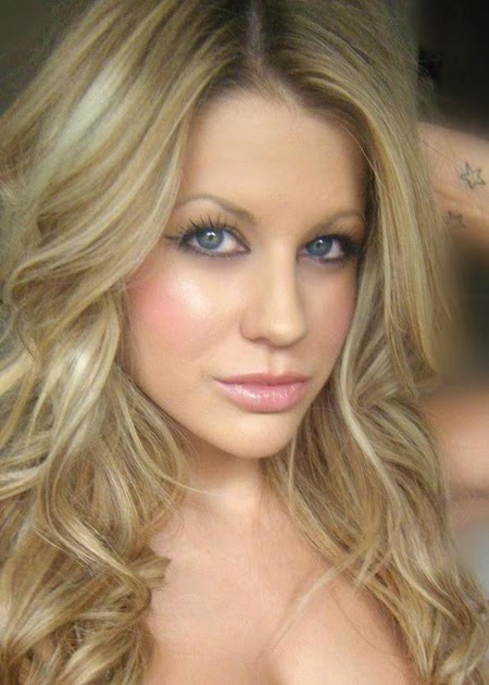 Madison Welch - Nude Pictures - VELVET ROPE