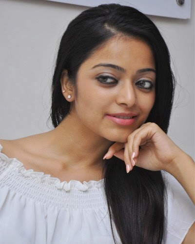 Janani Iyer Actress New Photos