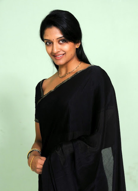 Vimala Raman wallpapers In Black Saree