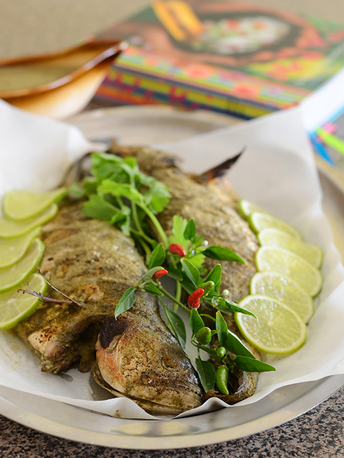 Samoan whole roasted fish with coconut sauce lisa 39 s for Whole foods fish sauce