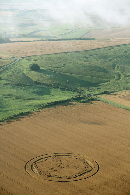 Rreth ne Angli(26,Gusht,2012) Amazing+3D+Cube+Crop+Circle+at+Hackpen+Hill+Wiltshire+26th+August+2012