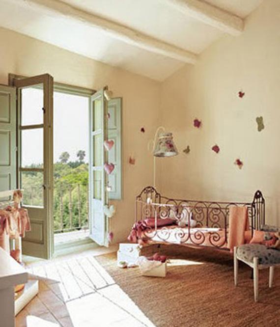 ... in soho: Dormitorios para niñas estilo vintage, con camas de hierro