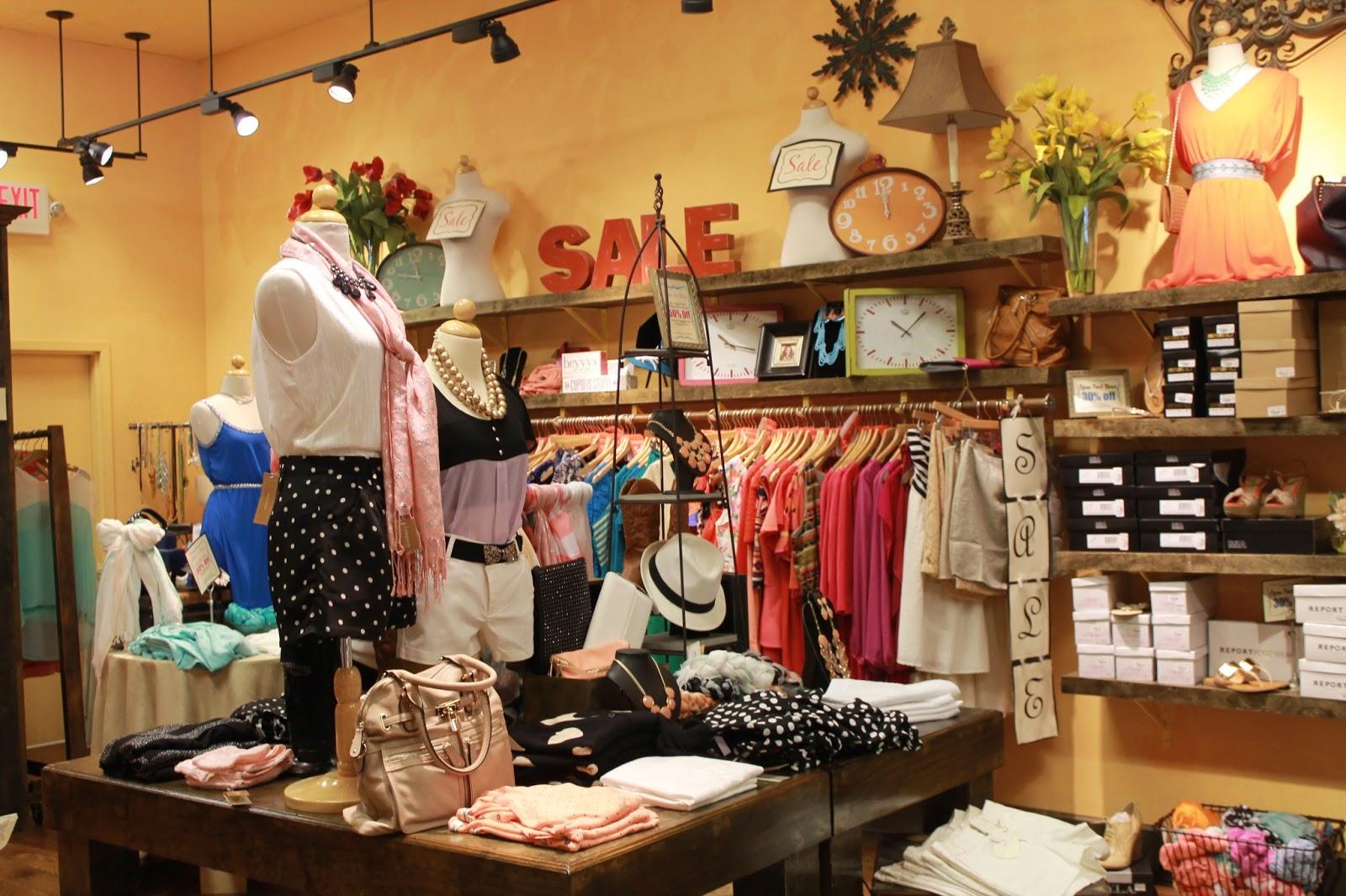 Visiting Francesca\'s Boutique - Fashionista Latina