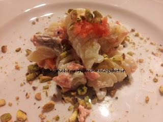Pasta Fusilloro al Salmone e con granella di pistacchi