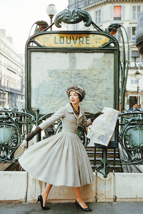 Paris Métro Louvre-Rivoli